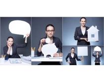 图片素材/手举对话框的女人图片素材