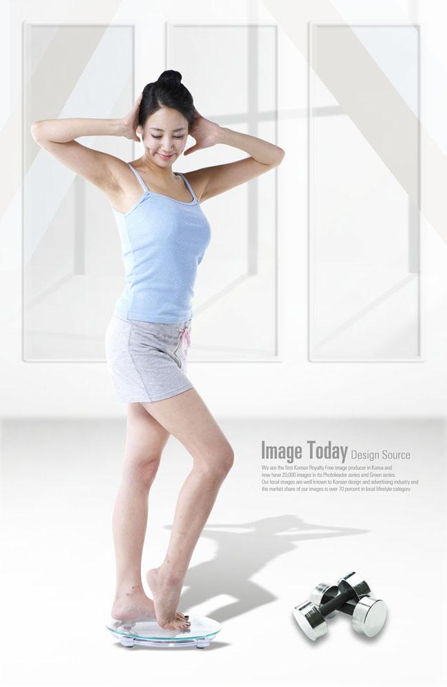 女人室内健身图_夏季室内健身运动效果一样杠杠的_运动减肥_